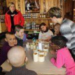 Découverte de la miellerie: fabrication de bougies en cire